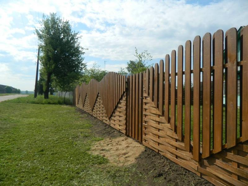 Забор между соседями в частном секторе
