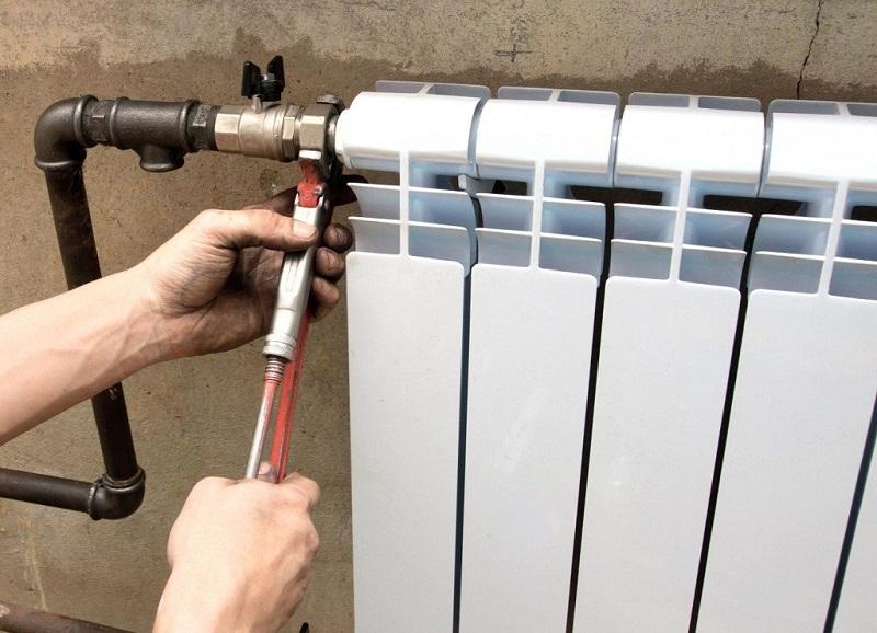 кто должен менять батарею отопления в квартире