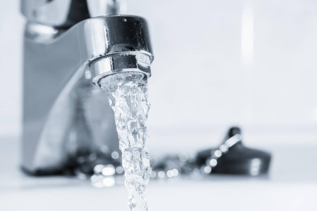 Норма холодной воды на человека: сколько придется заплатить без счетчика?